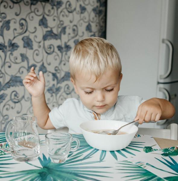 Как научить ребенка есть ложкой? Советы Монтессори-педагога.