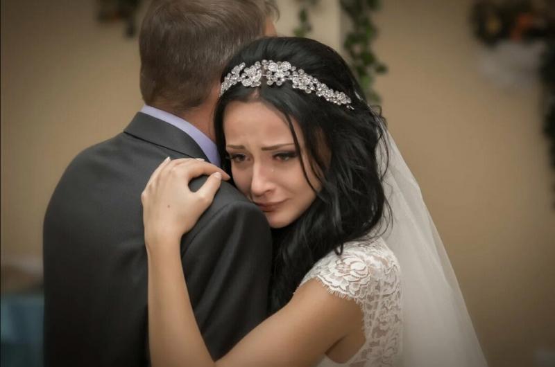 На собственной свадьбе как сирота