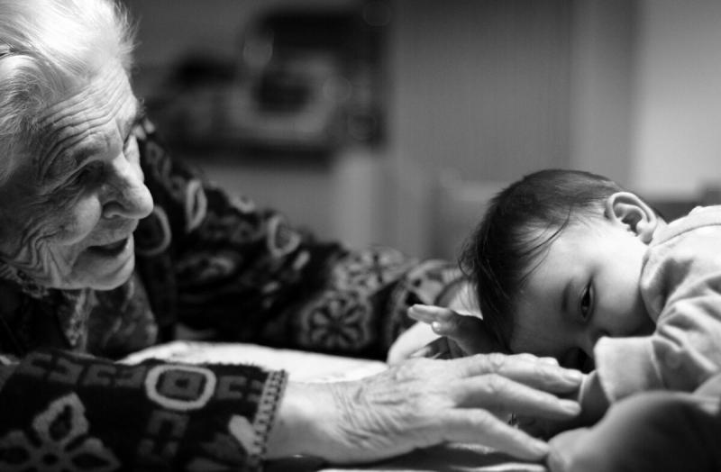 Почему детям нужны бабушки и дедушки?