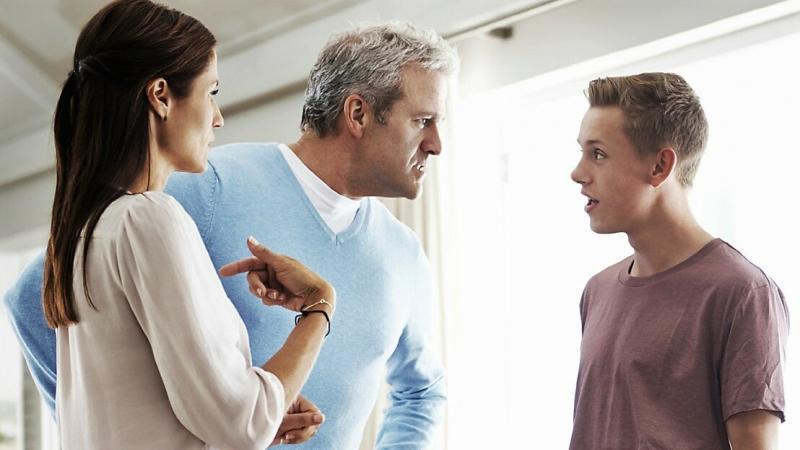 Родители - сыну: Ты определись. Или ты взрослый или тебе деньги нужны.