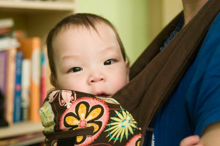 А кто берет на руки отказных младенцев?