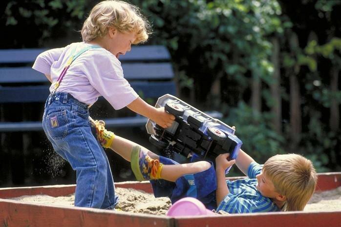 Яжематери на детской площадке