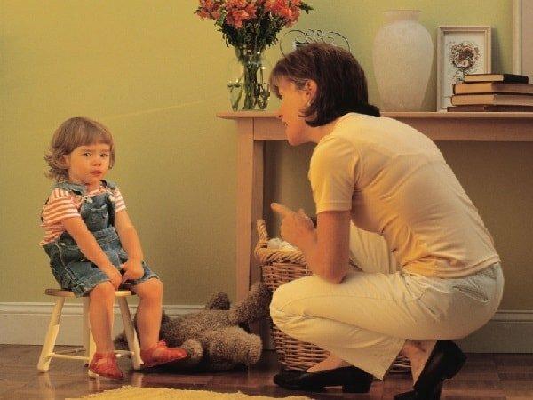 Стоит ли ругать совсем маленького ребенка и как себя вести