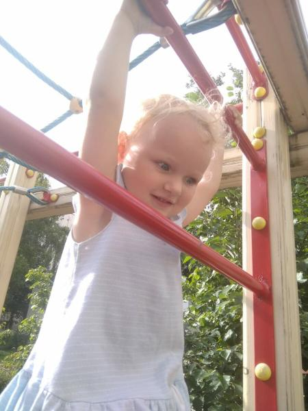 Бездетным навязывают общение с чужими детьми?