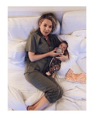 Звезды, измученные материнством: топ жизненных фото