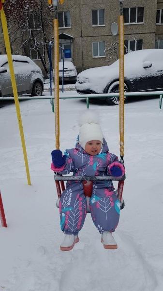 У нас выпал первый снег. Расскажу про реакцию дочки (1.5 года)