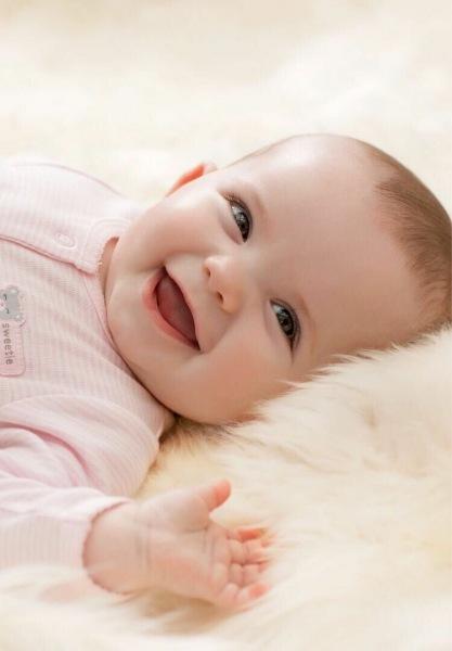 Эмоции у ребенка появляются? Или он с ними рождается?