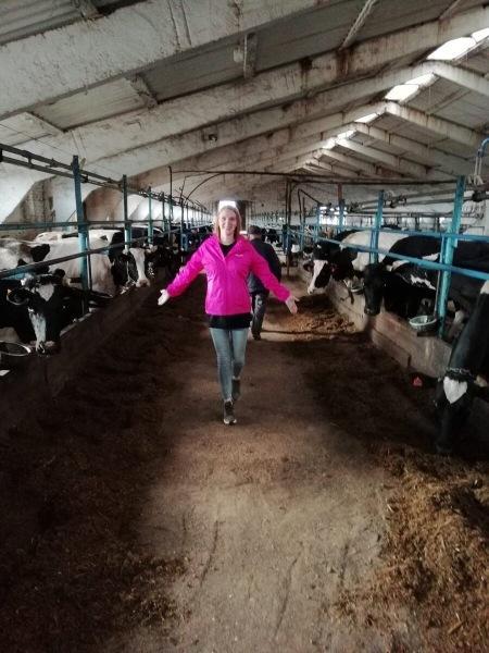 Этим летом он осуществил мечту: он доил корову