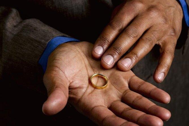 Почему бы тебе не снять обручальное кольцо?