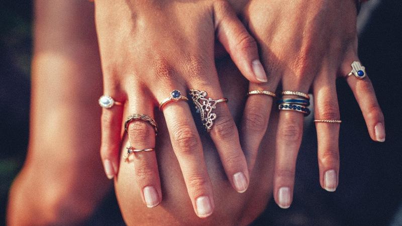 На каком пальце следует носить кольцо, чтобы быть счастливой
