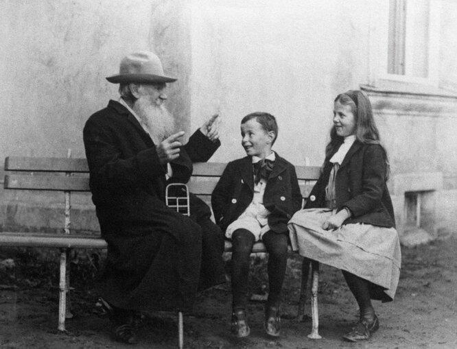 «Он несмотрел наребёнка сверху вниз»: Фёкла Толстая опедагогике Льва Толстого