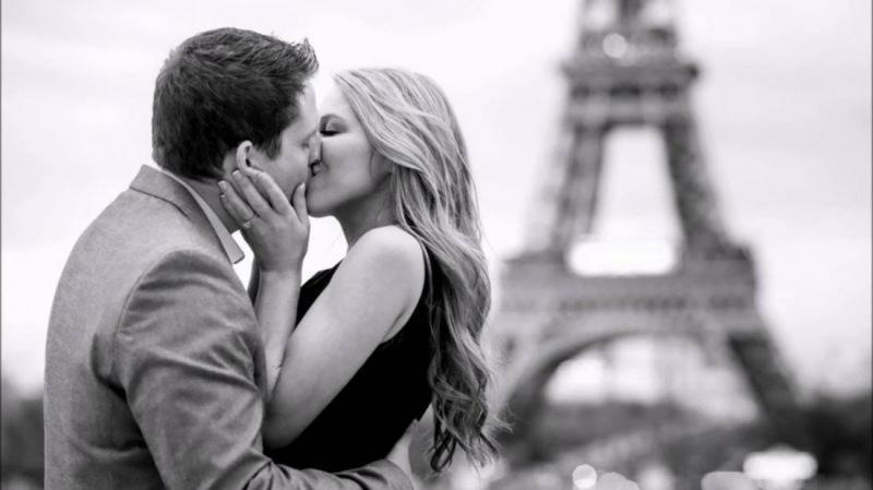 Ученые выяснили, почему люди целуются