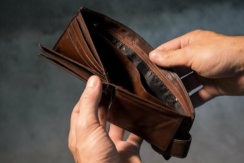 В кошельках каких цветов человеку стоит хранить деньги, чтобы разбогатеть: что говорят приметы