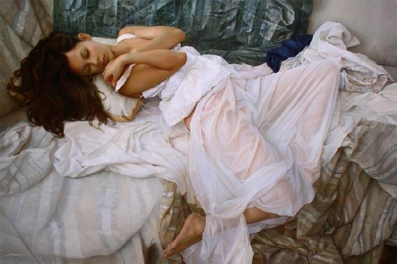 Вы ошибаетесь, если думаете, что перед вами фото спящей полуобнаженной красотки. Это изображение таит в себе удивительный секрет!